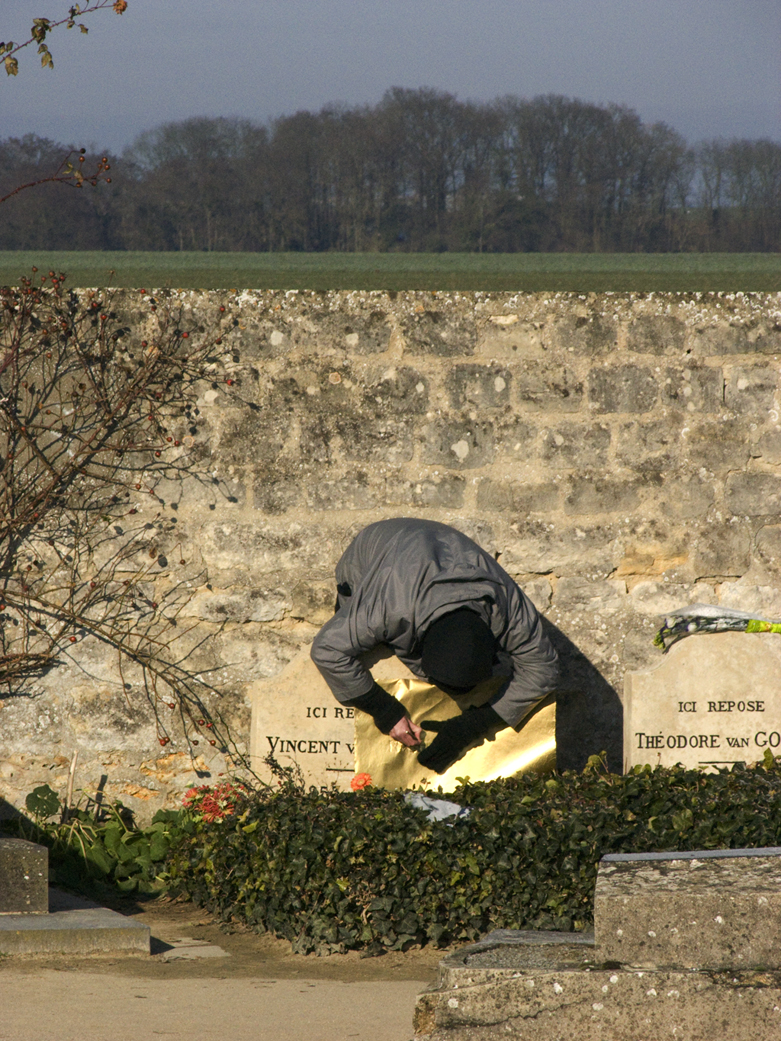 BORIS + NATASCHA at Vincent Van Gogh's grave, making Ache Into, Auvers-sur-Oise cemetery, France, 2010