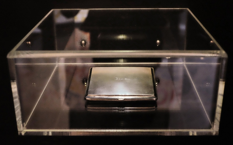 ©Natascha Stellmach, Installation view: Gone. (the ashes of Kurt Cobain), 2008, engraved silver cigarette case, 11 x 10 x 2 cm, Latrobe University Visual Arts Centre, Bendigo, 2013