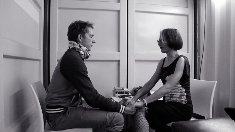 Stellmach guiding a participant through a meditation pre-consultation, Berlin Festival, photo by Irma Cirikovic